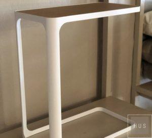 mesa auxiliar de metal blanco